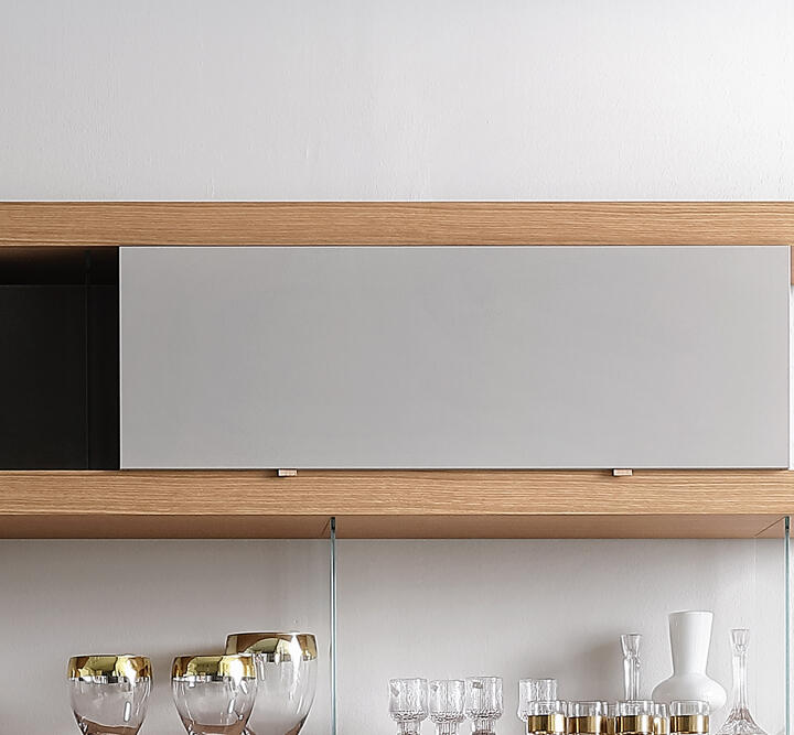 B. Big wall unit / lacquered