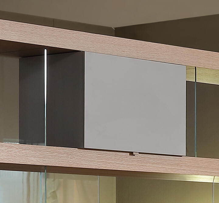 B. Small Wall unit / lacquered